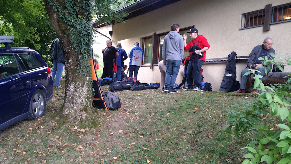 Vor dem Schiessstand Regensdorf.